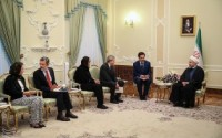 عکس/ شلوار گل گلی عضو هیئت ایتالیایی در دیدار با حسن روحانی